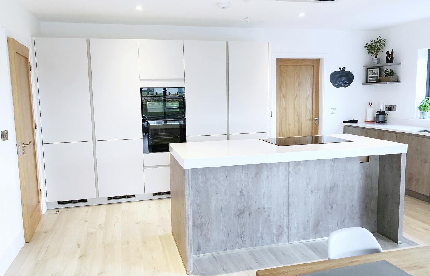 handless open plan kitchen